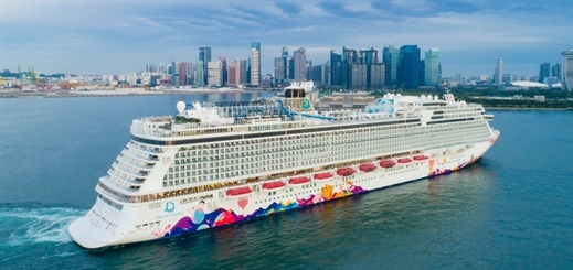 World Dream arrives in new Singapore homeport