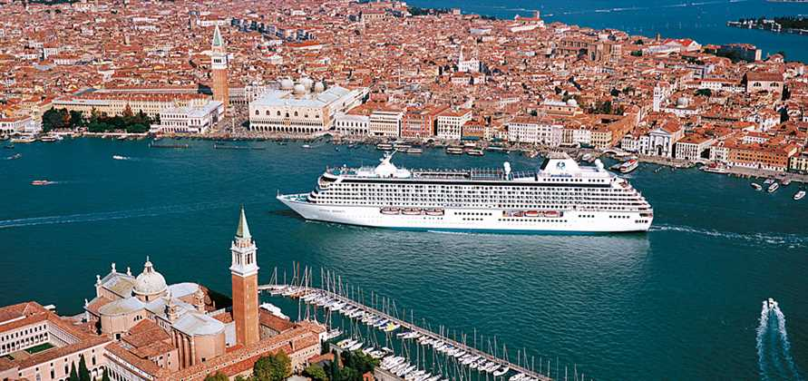 Venice overturns large cruise ship ban