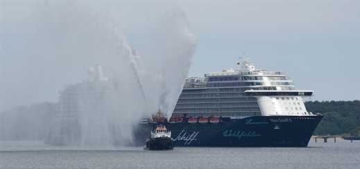 Mien Schiff 5 celebrates first visit to a German port