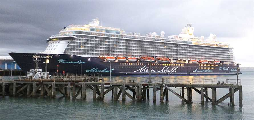 Portland welcomes Mein Schiff 5 for first time