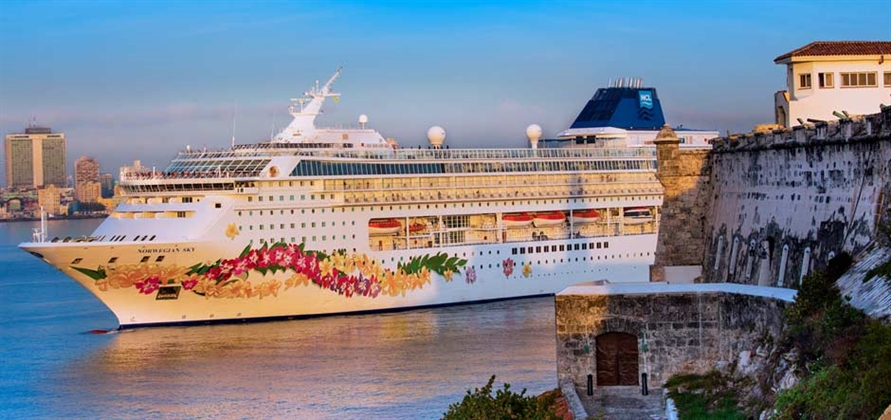 Norwegian Cruise Line makes maiden call in Cuba