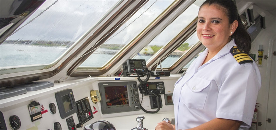 Celebrity names Nathaly Albán as first female captain in the Galapagos