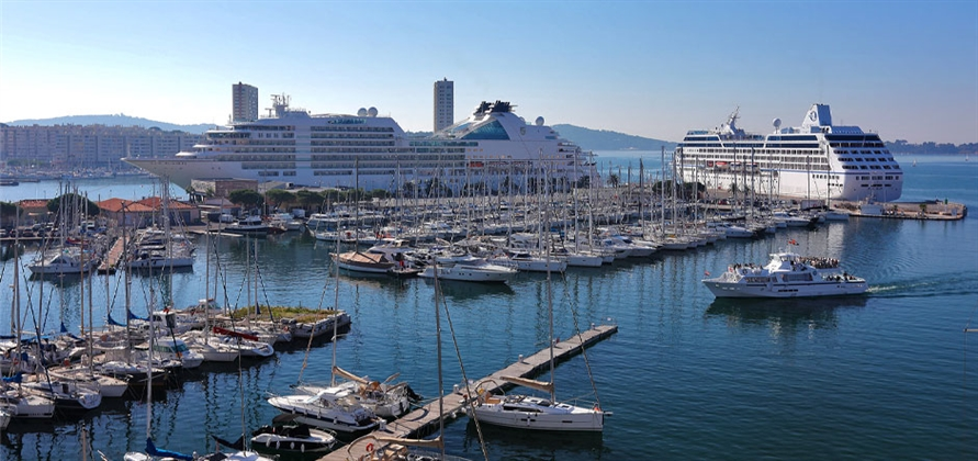 Toulon Bay hosts first double maiden call at downtown terminal